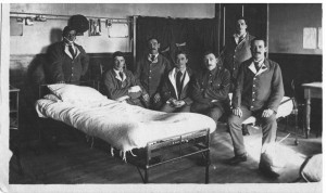 Robert Newell (2nd from left) in hosptial with other soldiers, 1917
