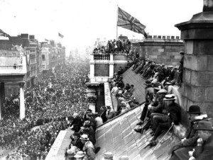 victoryparadedublin 19 July 1919 Union Jack flying over Trinity College and College Green